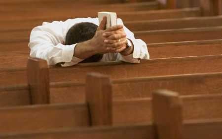 Prayer_man in church